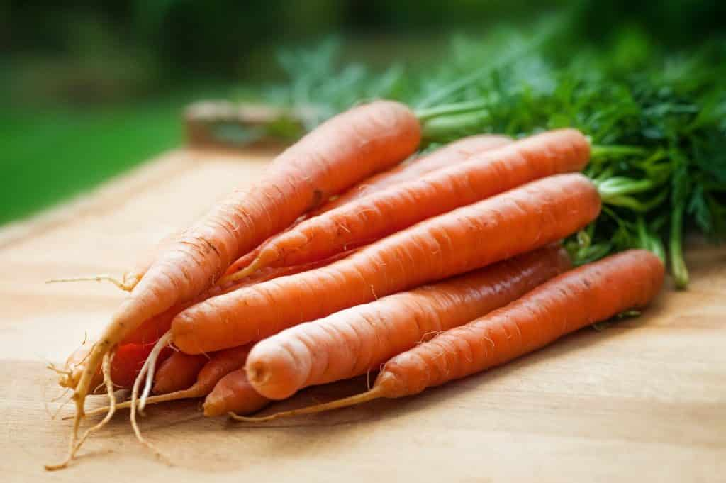 orange-carrots-on-table-143133